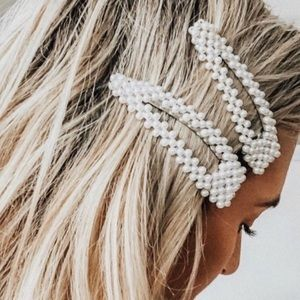 🐇 3/$20 !! Trendy Oversized Pearl Hair Clips